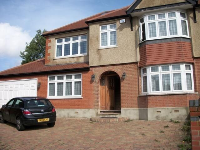 5 Bedroom House To Rent The Fairway London N14 4pa