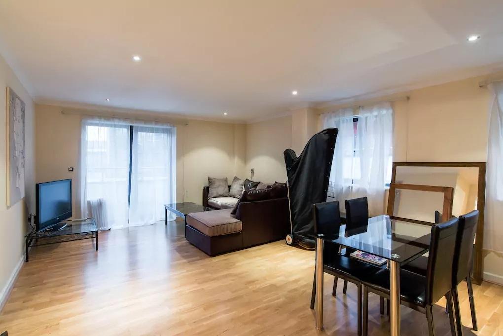 2 bedroom flat to rent caroline street cardiff cf cf10 1fn for Chantry flats cabins rental