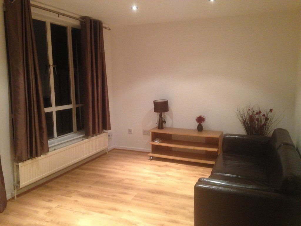 3 Bedroom Semi Detached House To Rent Russell Place