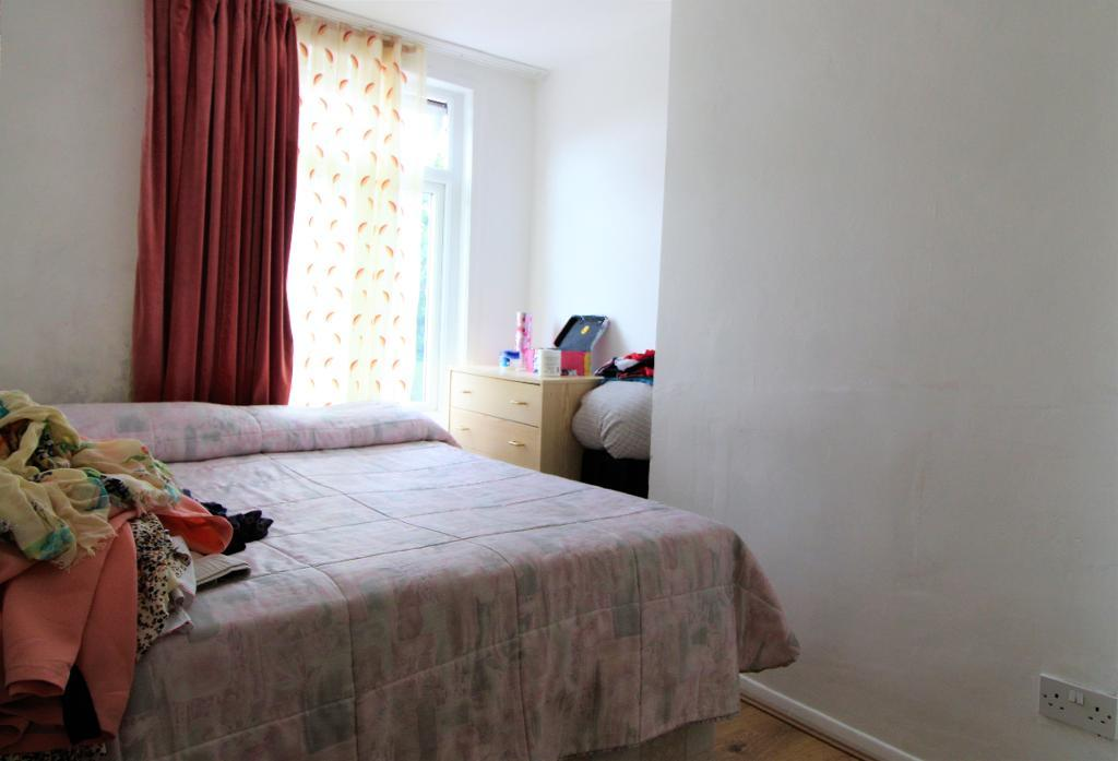 2 Bedroom Flat To Rent Hertford Road Enfield London UK EN Rotherhithe E