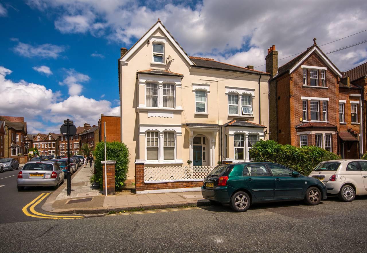 3 bedroom flat for sale gleneldon road streatham sw for 2bh house plans