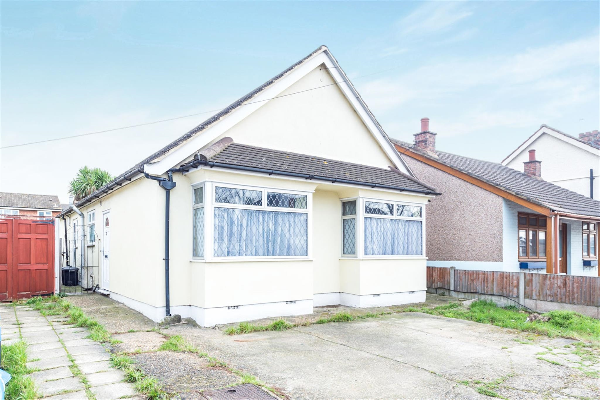3 Bedroom Detached Bungalow For Sale Betterton Road Rainham Rm13 8na