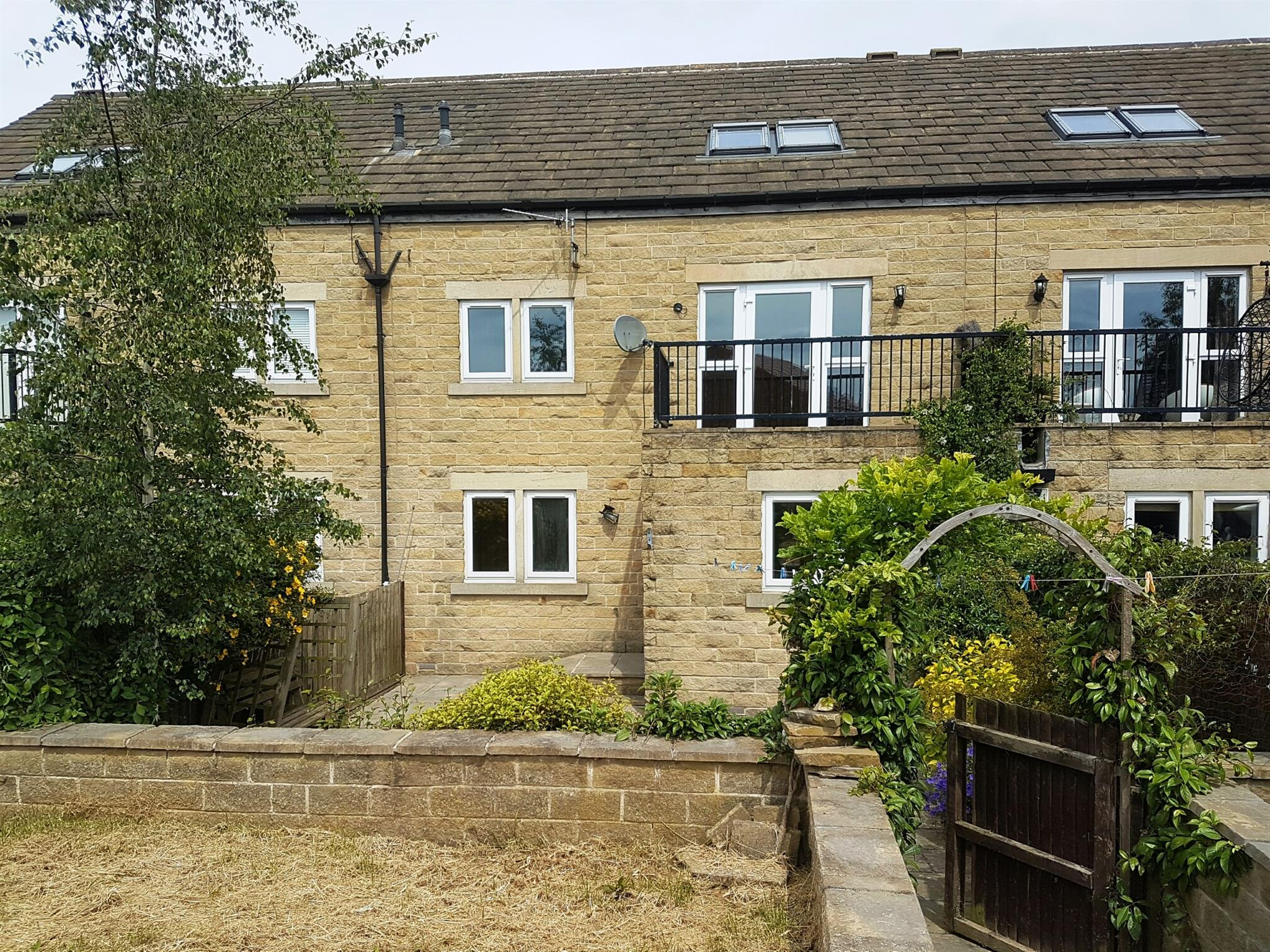 3 bedroom terraced house for sale bedford farm court for Wakefield house