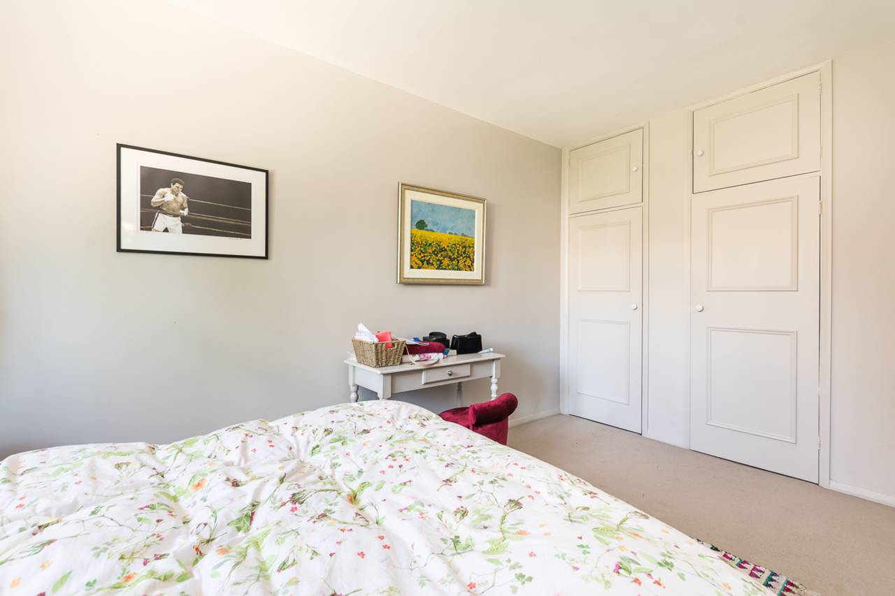 Two Rooms Flat For Rent Gloucester Road