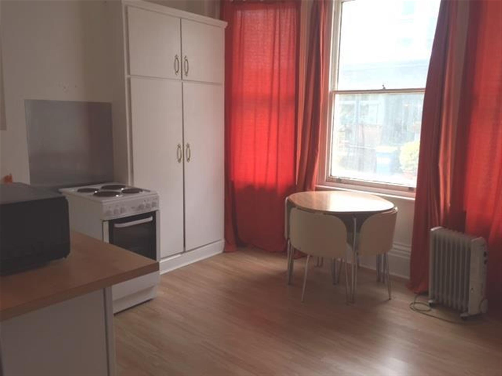 Apartment to rent charlotte street brighton bn2 1ag for Room to rent brighton