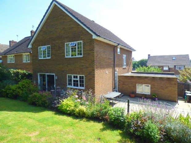 4 Bedroom Detached House For Sale Fairway Avenue Reading