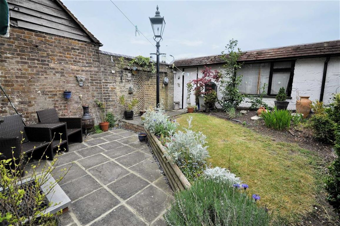 2 Bedroom House For Sale High Street Colnbrook