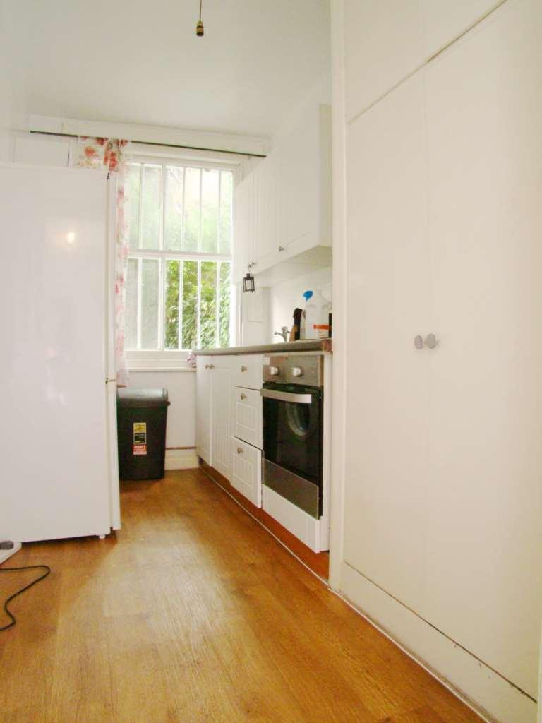 1 Bedroom Flat To Rent Flat Bst Rear Sinclair Gardens