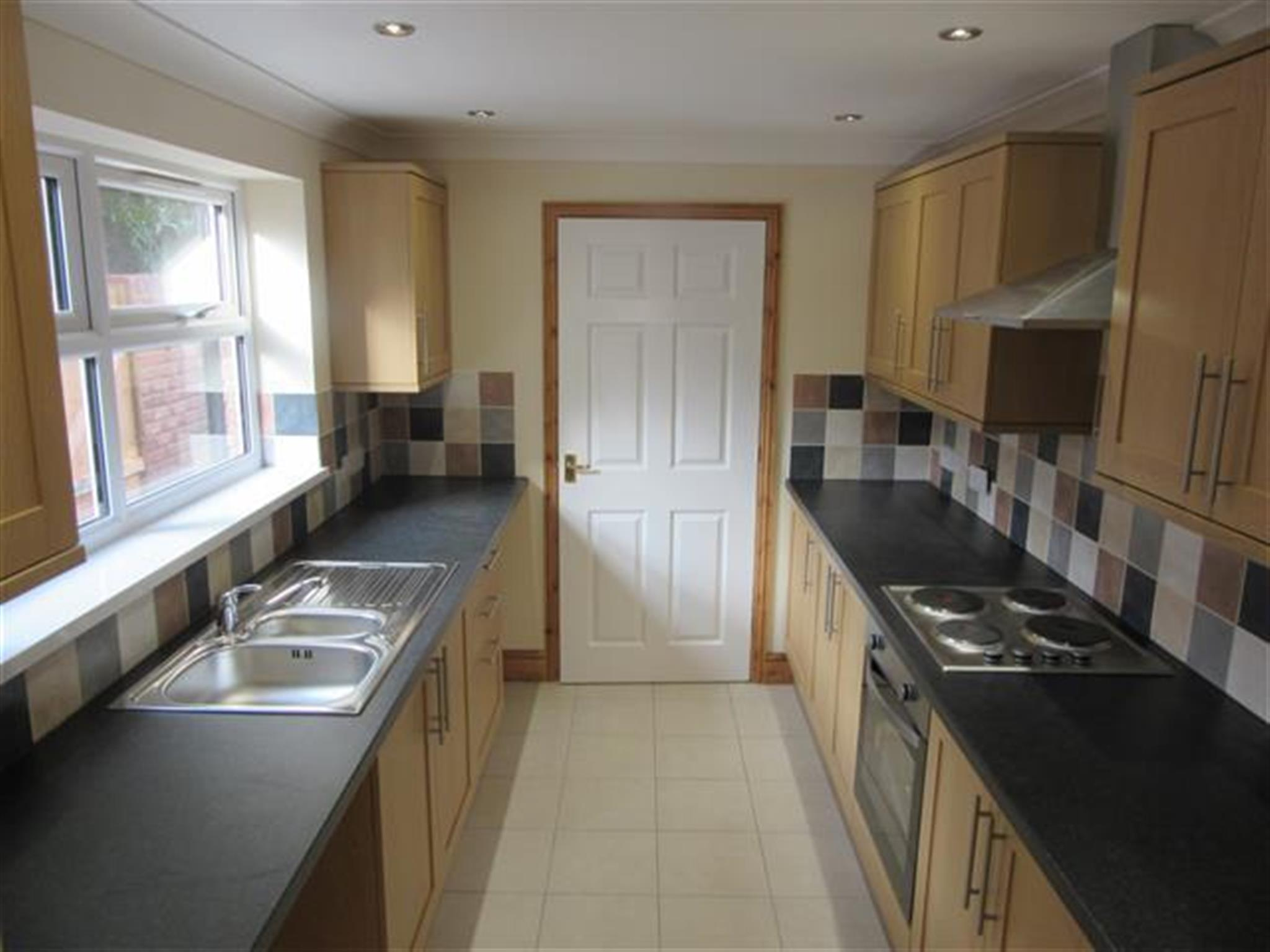 3 bedroom house to rent cathcart street lowestoft nr32 1sd for Lowestoft bathroom centre