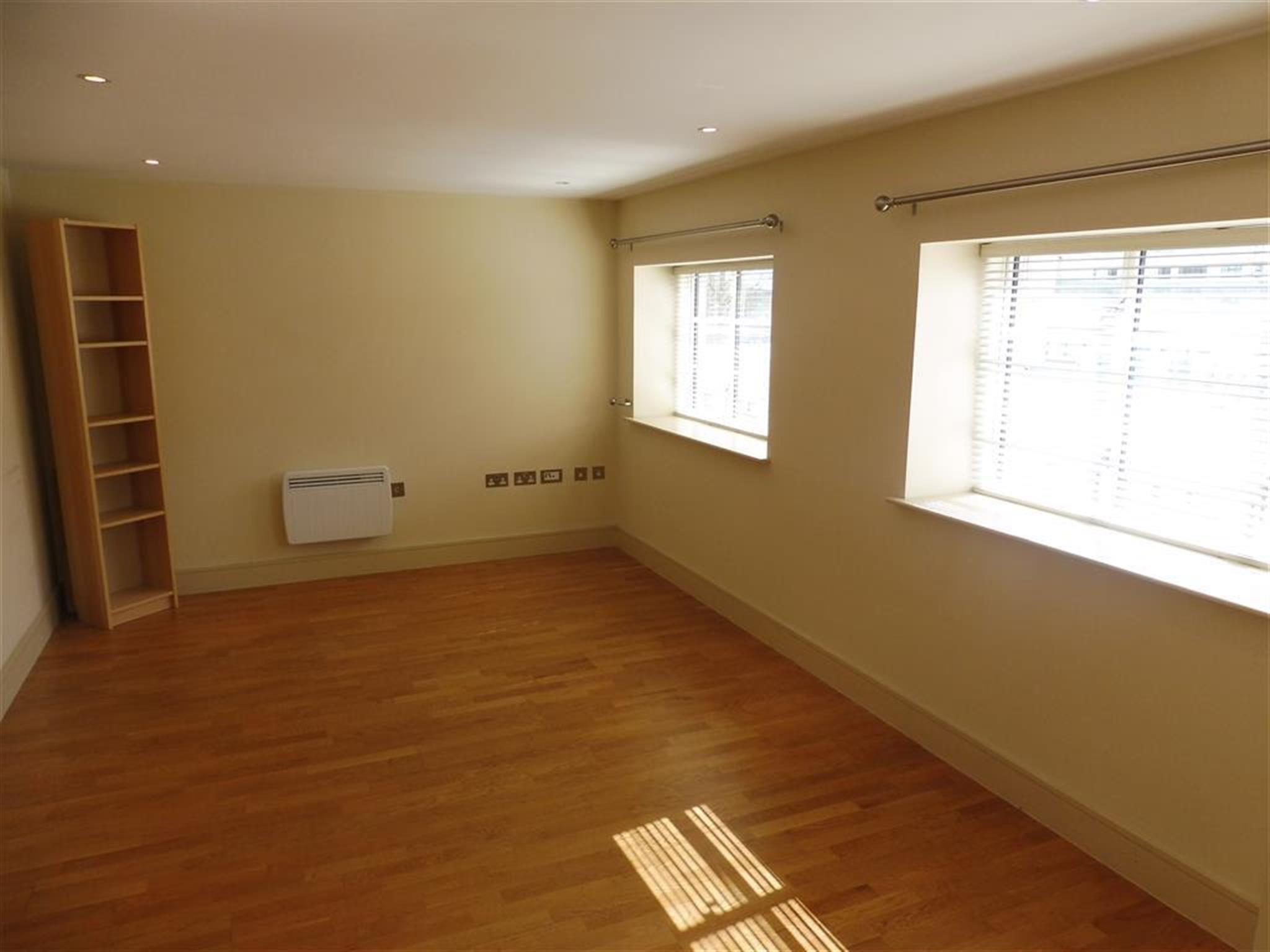 2 Bedroom Apartment To Rent Woodlands Hayes Road