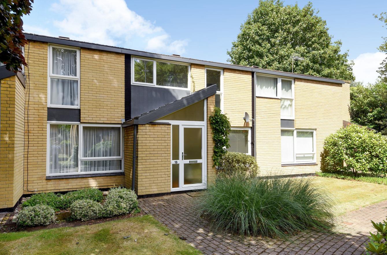 3 Bedroom Detached House For Sale Holme Chase Weybridge Surrey Kt13 0bz