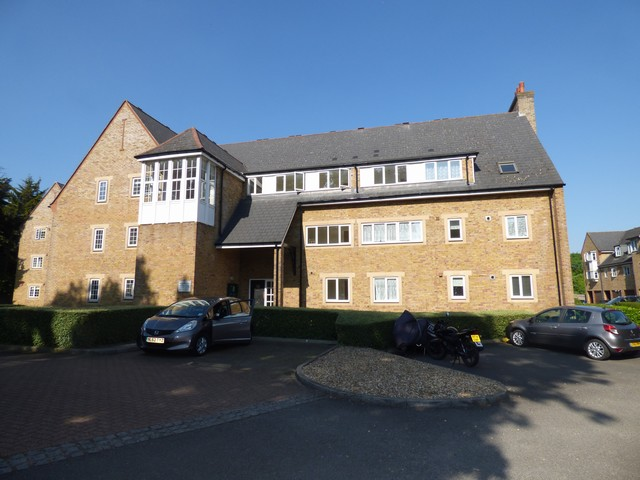 2 Bedroom Flat To Rent Gatcombe Mews Ealing London W
