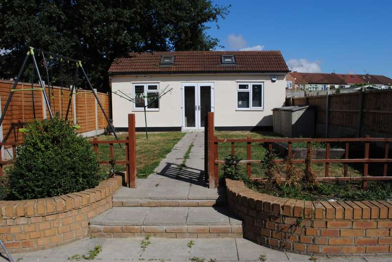 2 Bedroom Terraced House For Sale Lynton Avenue Romford