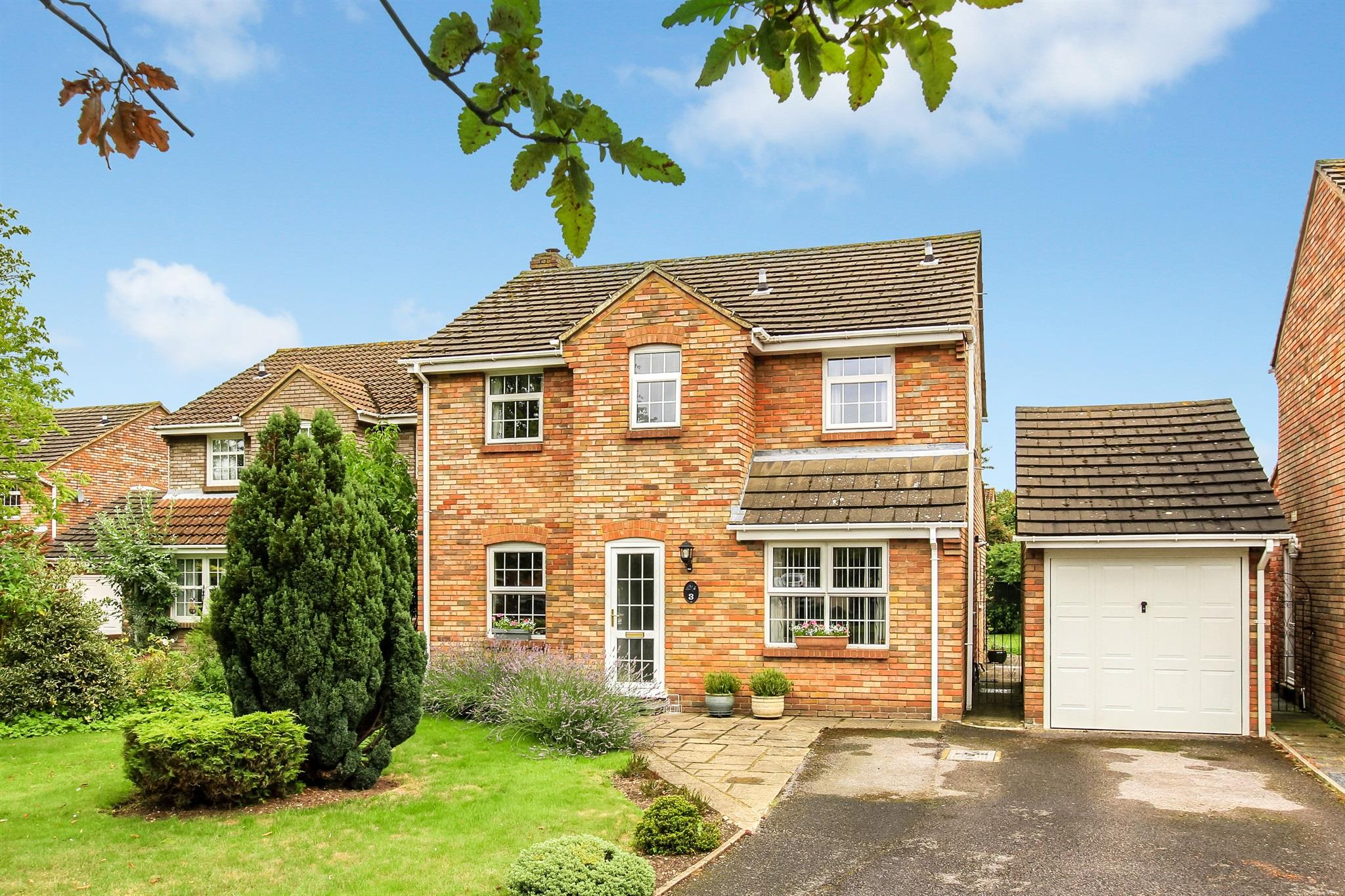 4 Bedroom Detached House For Sale Grove Gardens Tring