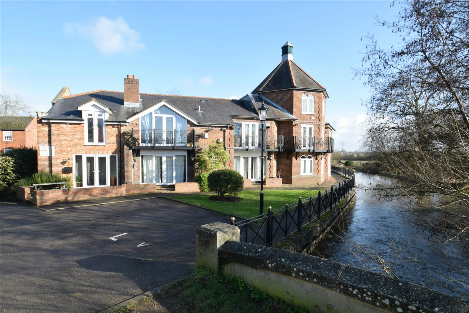 3 bedroom town house for sale the brookmill reading for Berkshire house