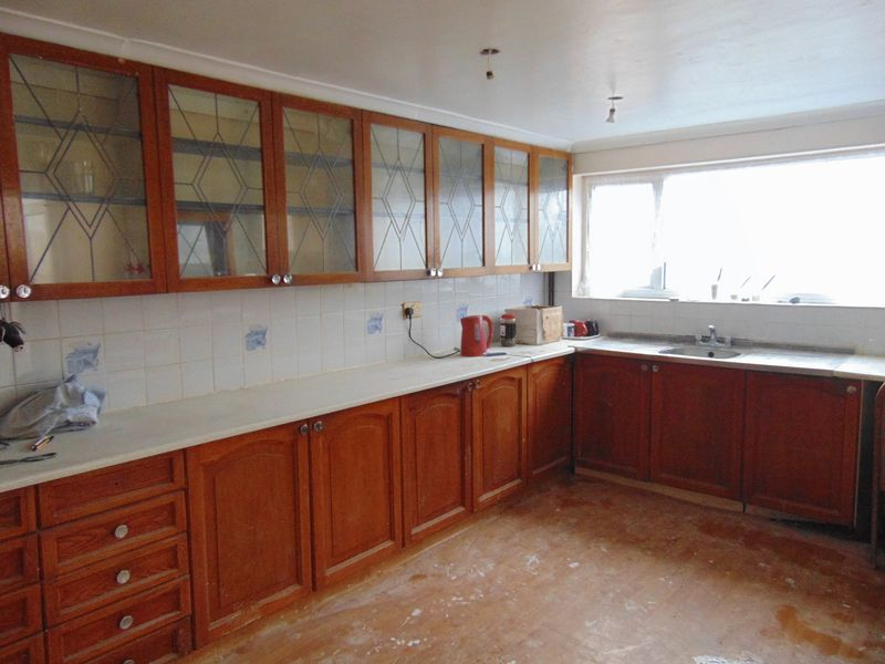 pictures of kitchens 3 bedroom terraced house to rent crawley rh 31647