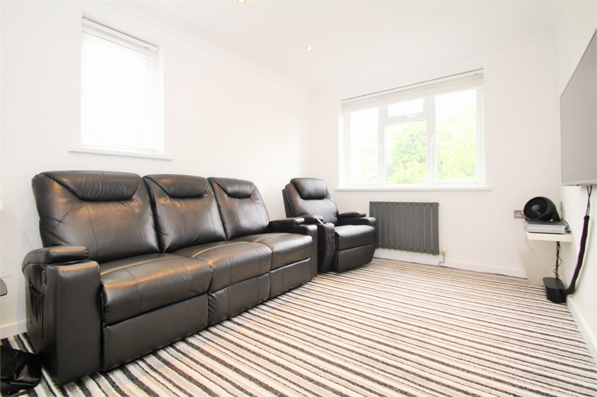 3 Bedroom Flat For Sale Norwood Road Norwood Green