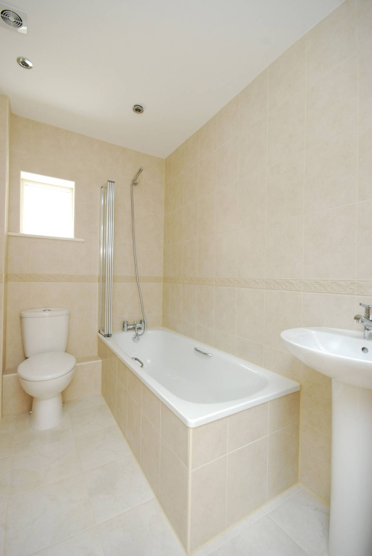 2 bedroom house to rent chiswick high road gunnersbury for W 4 bathrooms chiswick