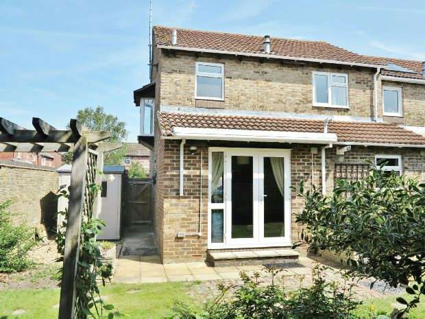 3 Bedroom End Of Terrace House For Sale The Delph Reading Rg6 3an