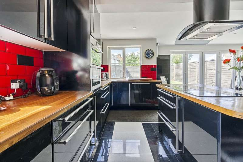 4 Bedroom Chalet For Sale Crabtree Lane Lancing Bn15