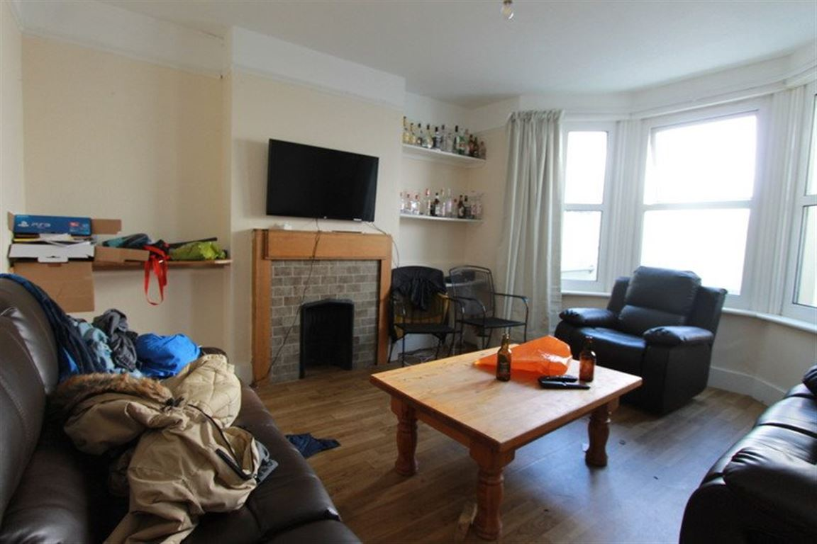 Double Rooms To Let   No Council Tax