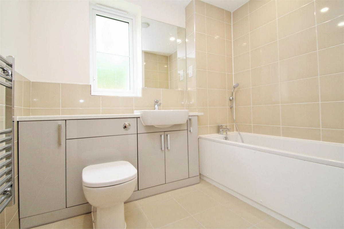 2 bedroom flat for sale pield heath road hillingdon for Bathroom design uxbridge