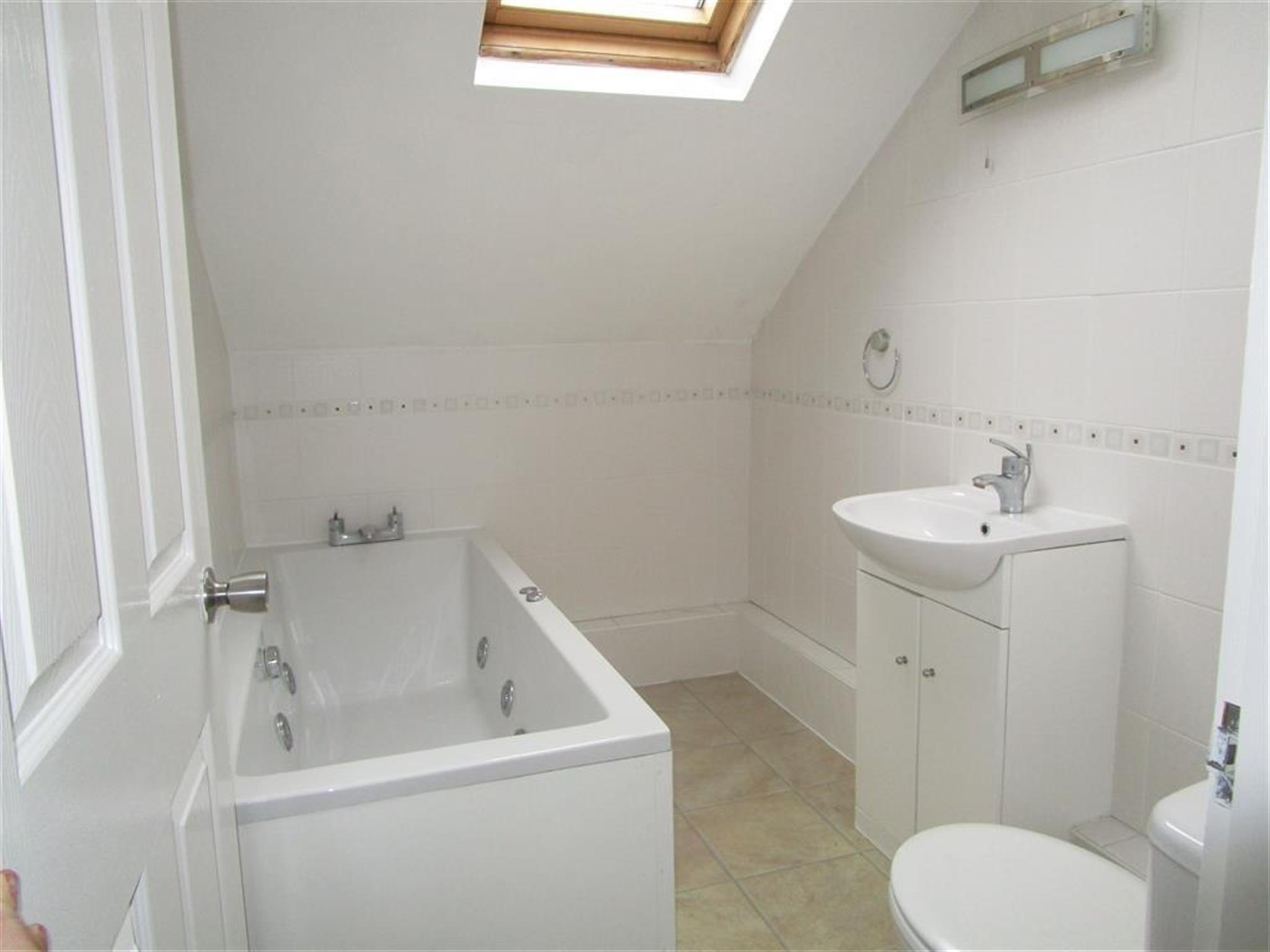 2 Bedroom Flat For Sale Hazelwood Road Northampton Nn1 1ln
