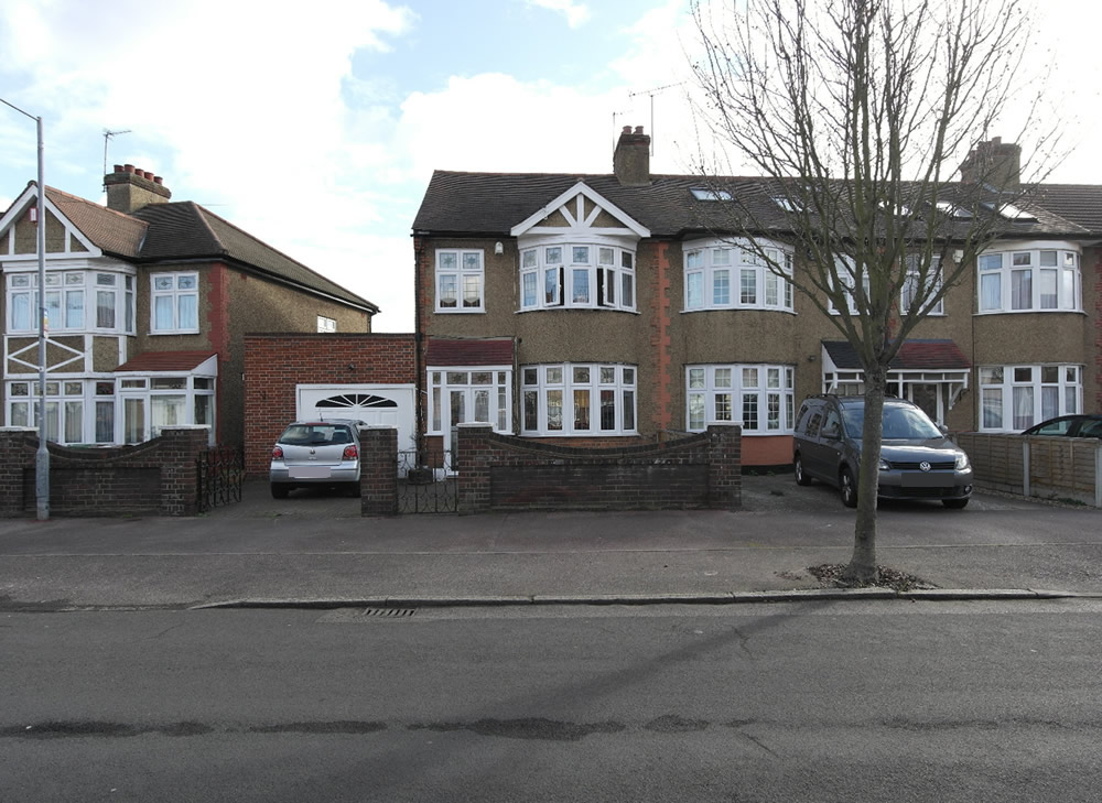 3 bedroom end of terrace house for sale romford essex for The terrace house book