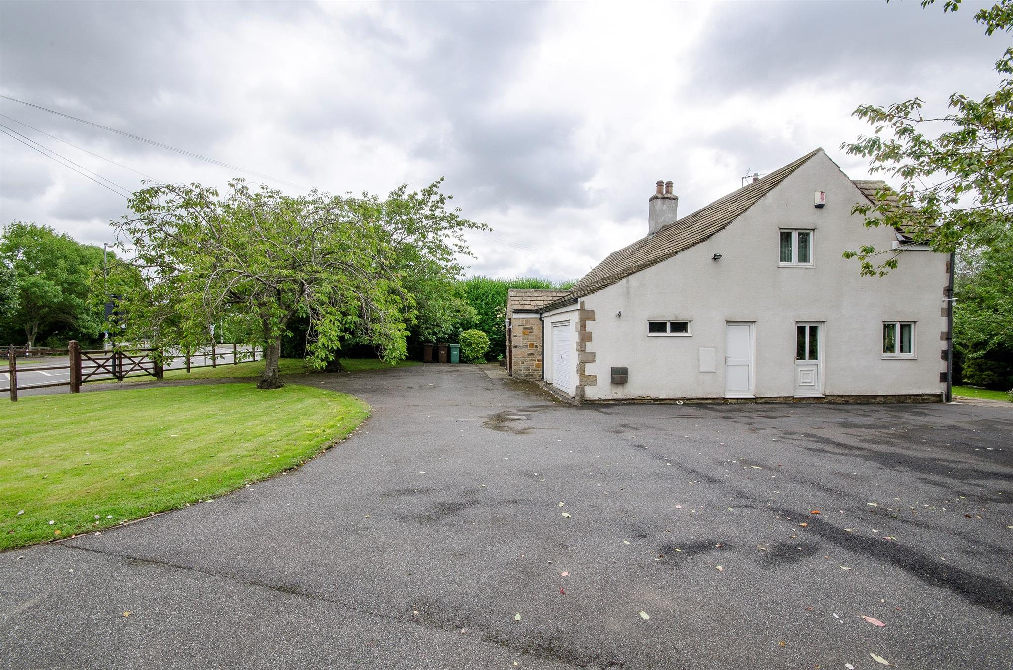 4 bedroom detached house for sale wakefield road ossett for Wakefield house