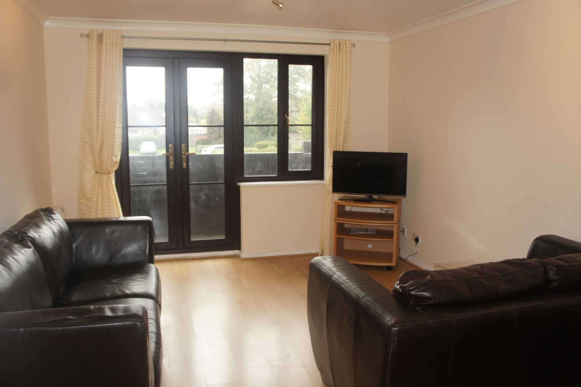 1 bedroom apartment to rent brighton road crawley rh10 6ts for Room to rent brighton