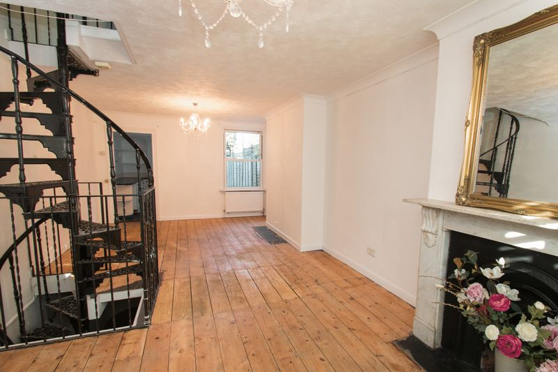 3 Bedroom Terraced House For Sale Victoria Road Chichester Po Po19 4hy