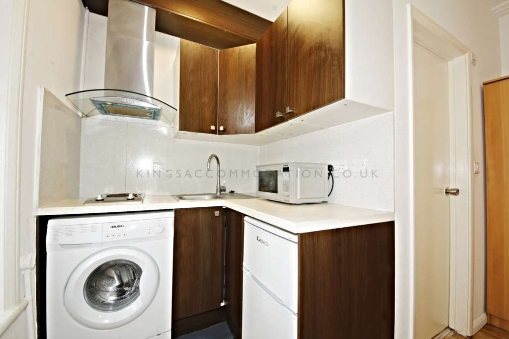 Studio flat to rent fulham road fulham broadway london for Discount bathrooms fulham