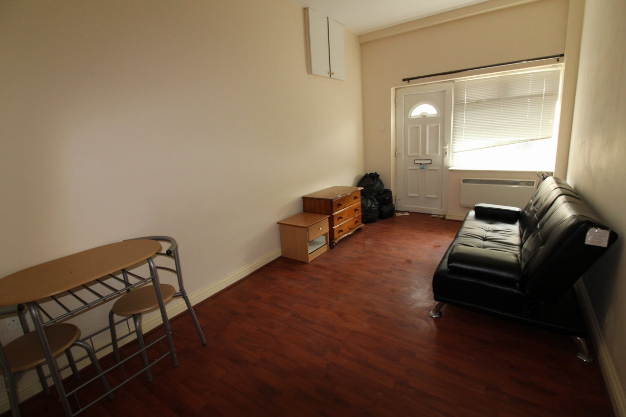 1 bedroom apartment to rent commercial street dl15 0aa