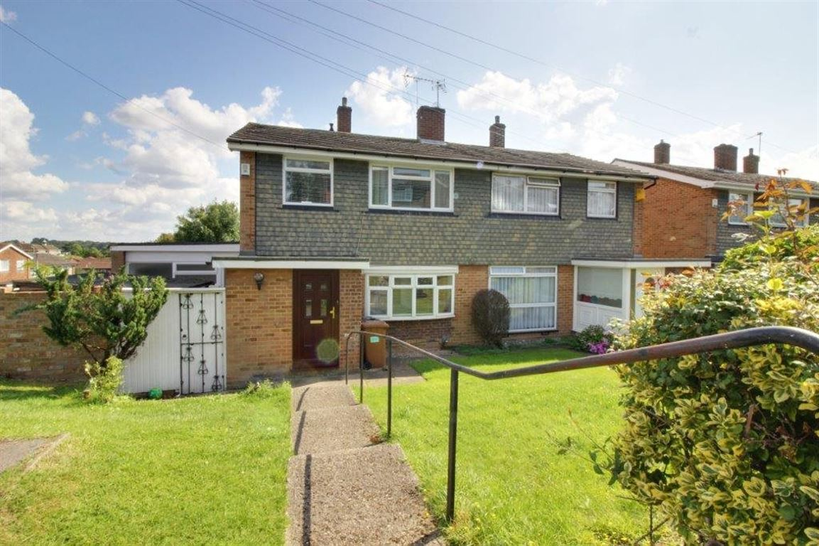 3 Bedroom House To Rent Colesdale Potters Bar