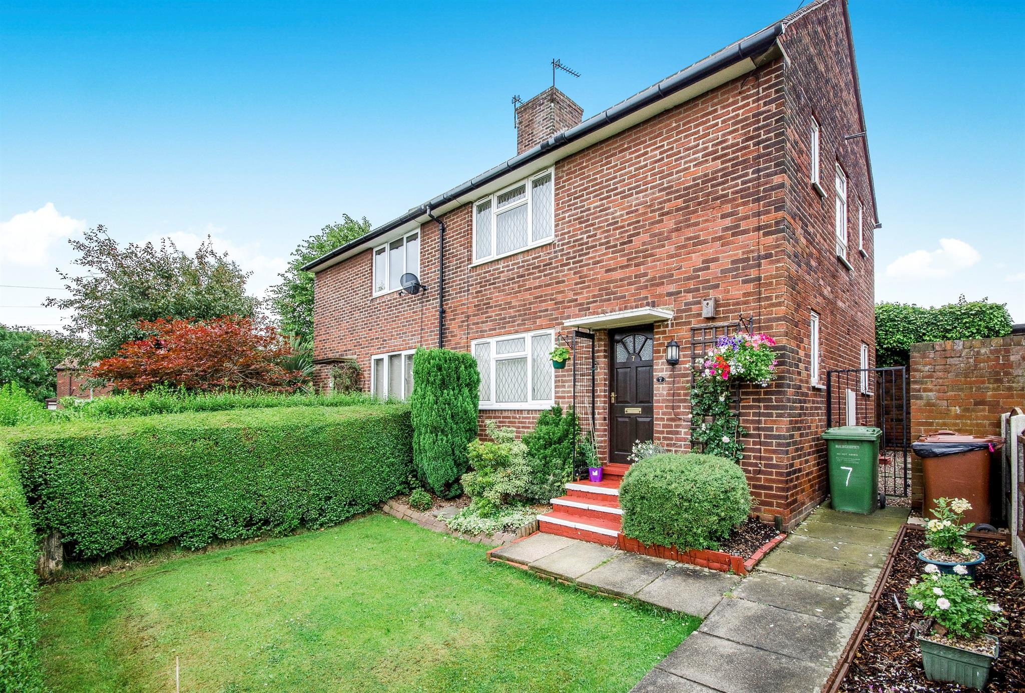 2 bedroom semi detached house for sale warmfield view for Wakefield house