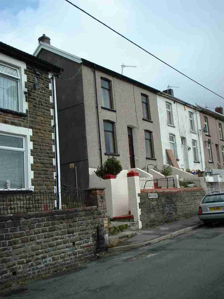 2 bedroom terraced house to rent bryntawel terrace for The terrace land and house