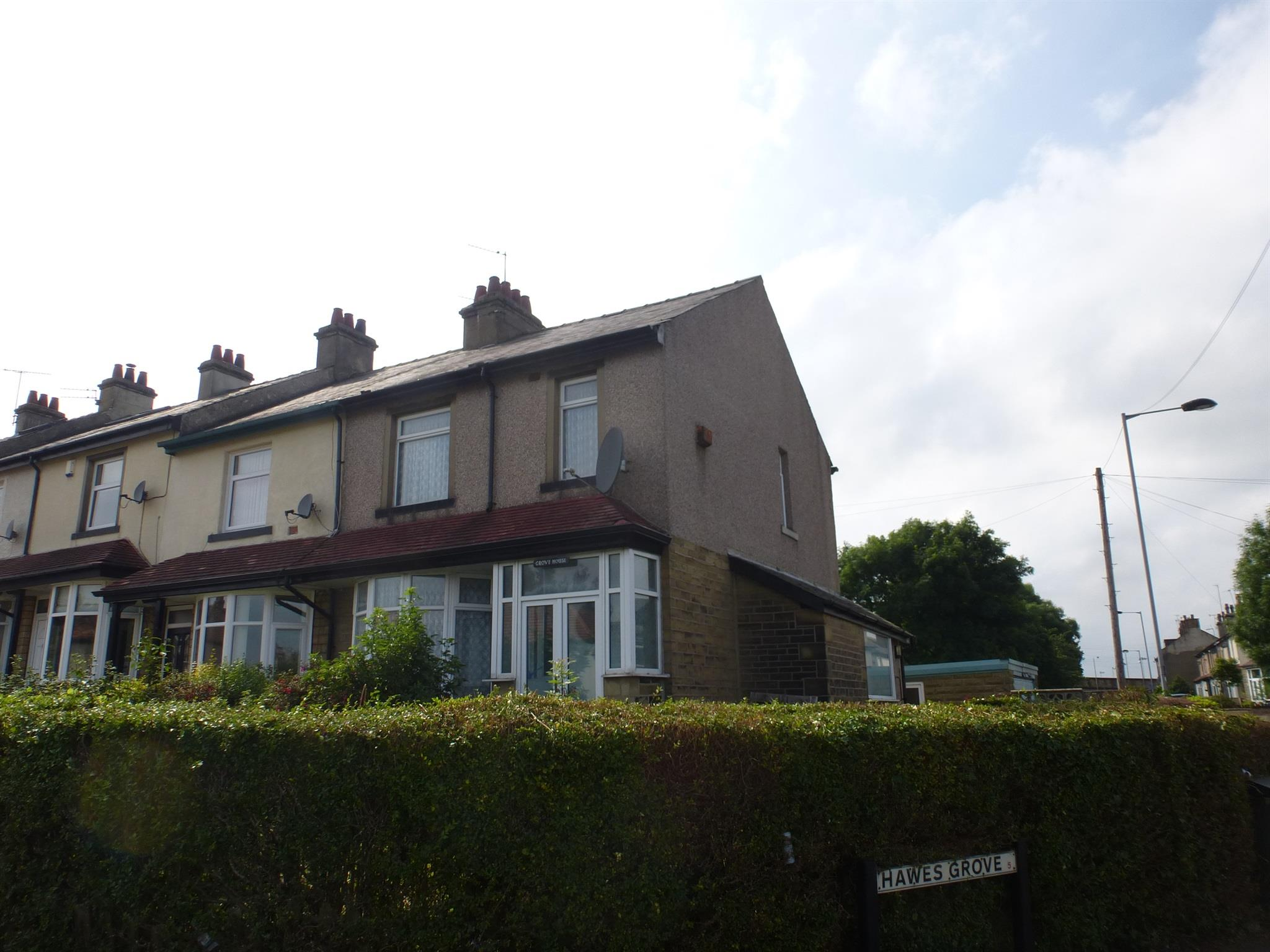 3 Bedroom Town House For Sale Hawes Grove Bradford Bd5 9an