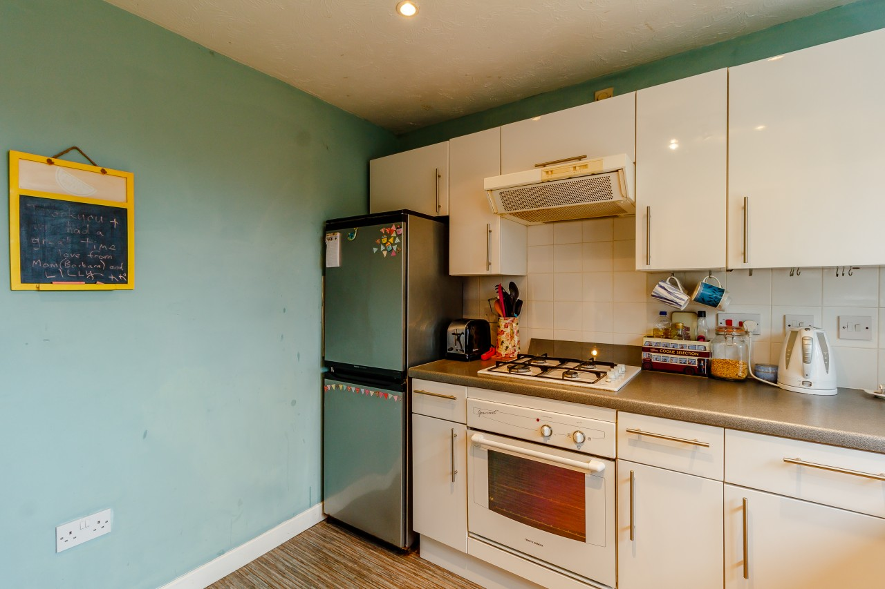 Bed Flat In Bow Road