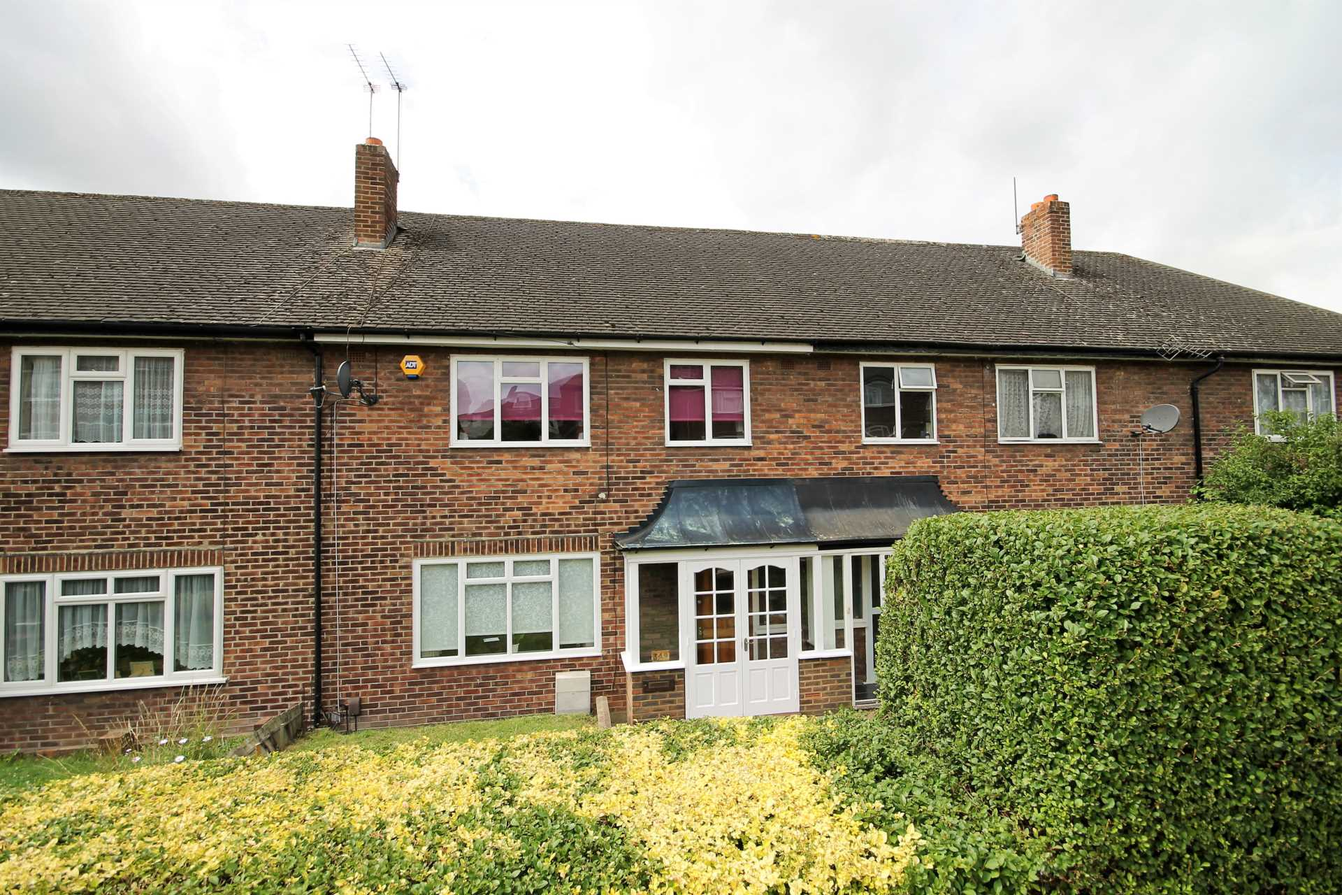 3 bedroom terraced house for sale lynmouth avenue morden for Morden houses for sale