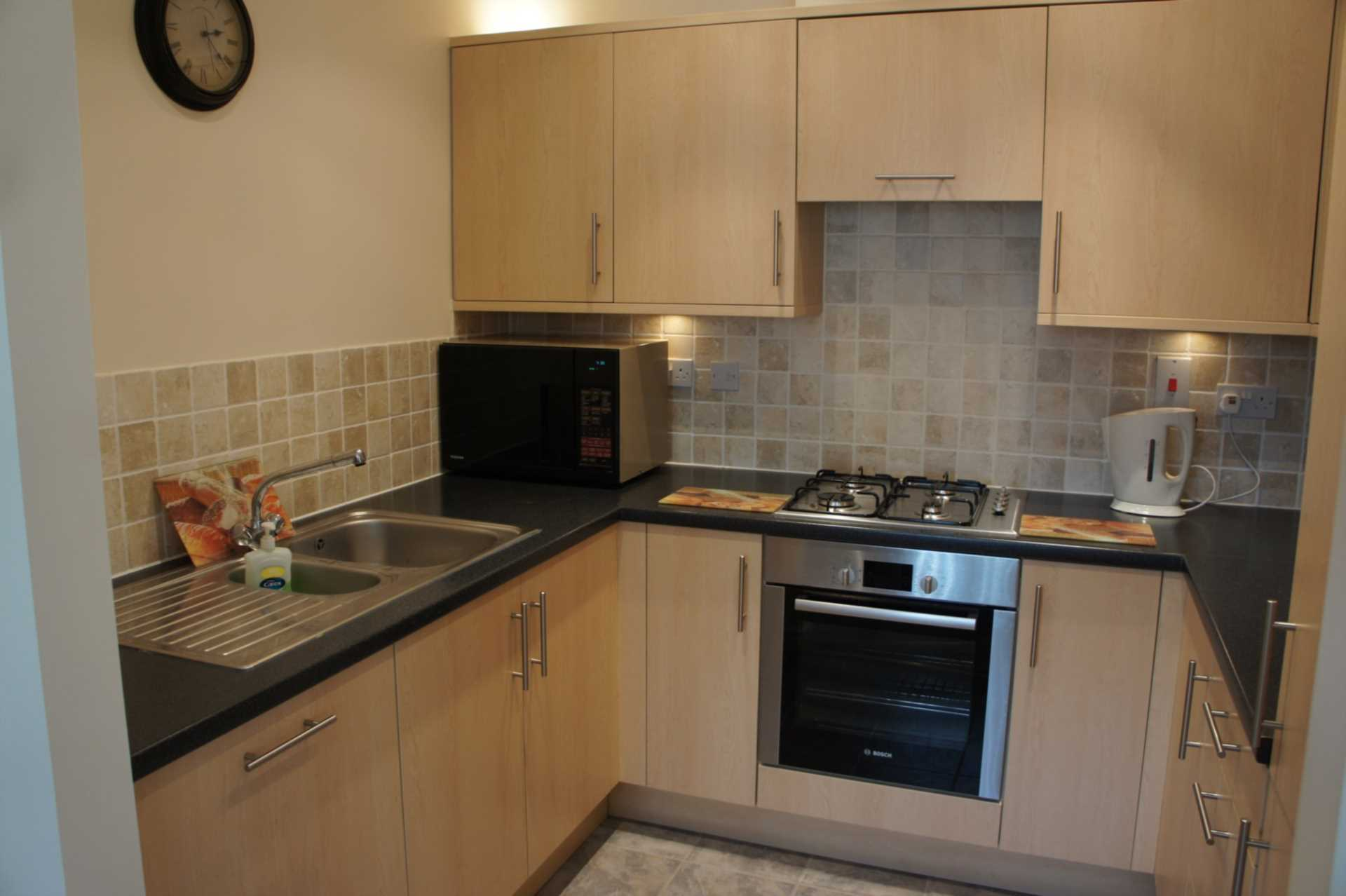 2 bedroom apartment to rent stone court crawley rh10 7rx