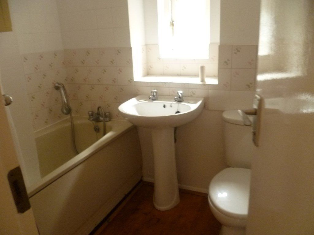 Flat To Rent Hedgerley Court Woking Gu21 3ly