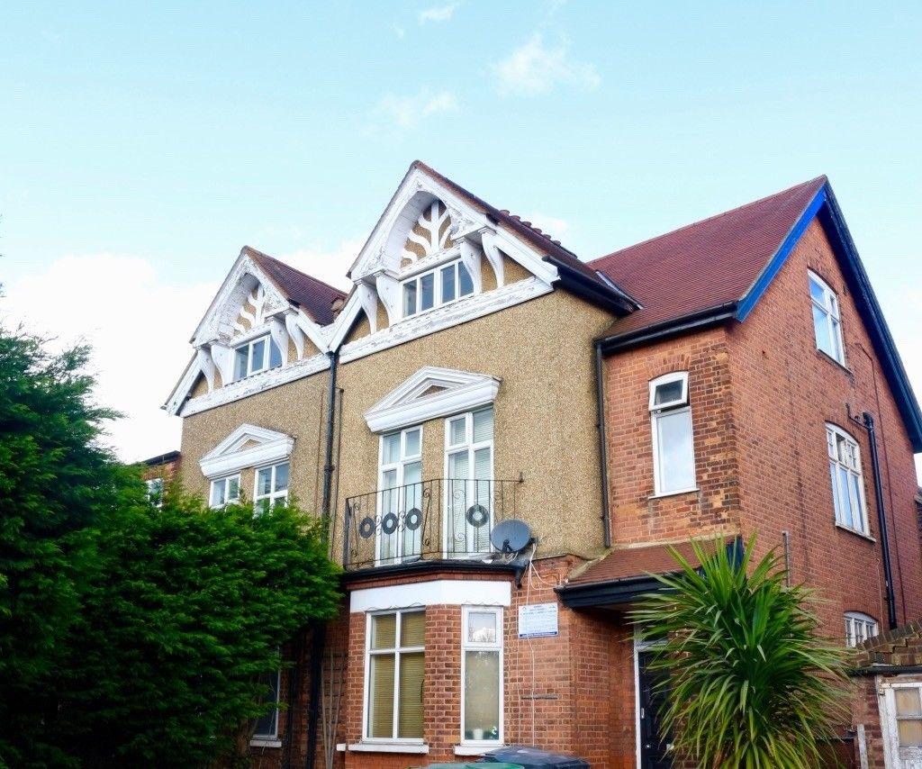Light Shop Harrow Road: Flat To Rent, Kenton Road, Harrow, HA1 2BW