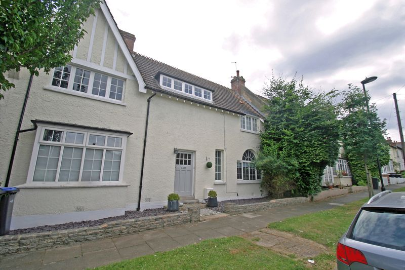 3 bedroom detached house for sale, Lytton Avenue, Palmers ...