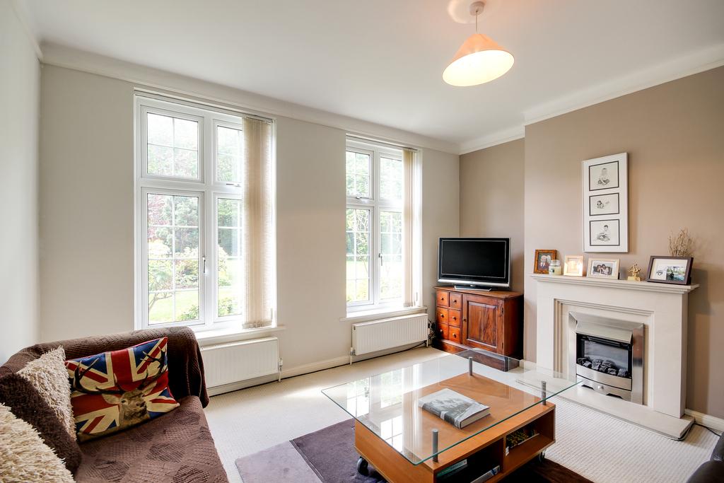 2 Bedroom Flat For Sale Rythe Court Portsmouth Road