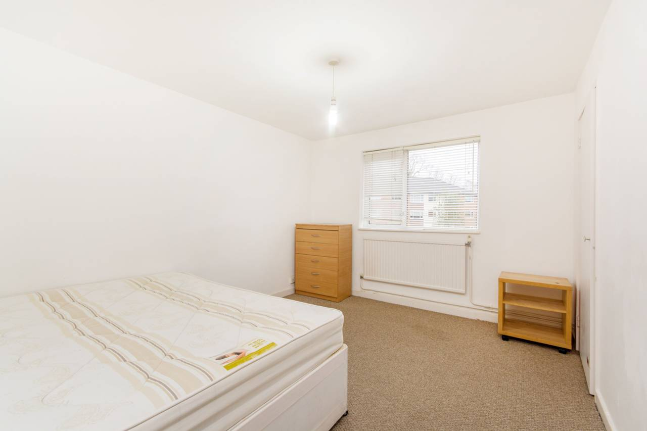 Bedroom Property To Rent In Radcliffe