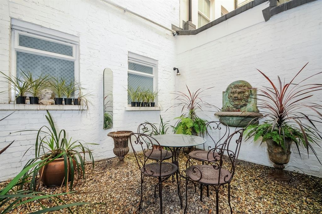 3 bedroom flat for sale queen 39 s gate terrace london sw7 5pr for Queens gate terrace