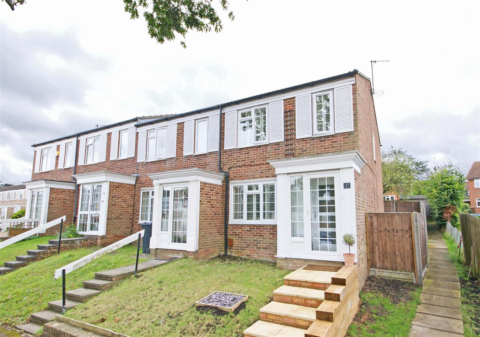 3 Bedroom End Of Terrace House For Sale Goodwood Road Redhill Surrey Rh1 2hh