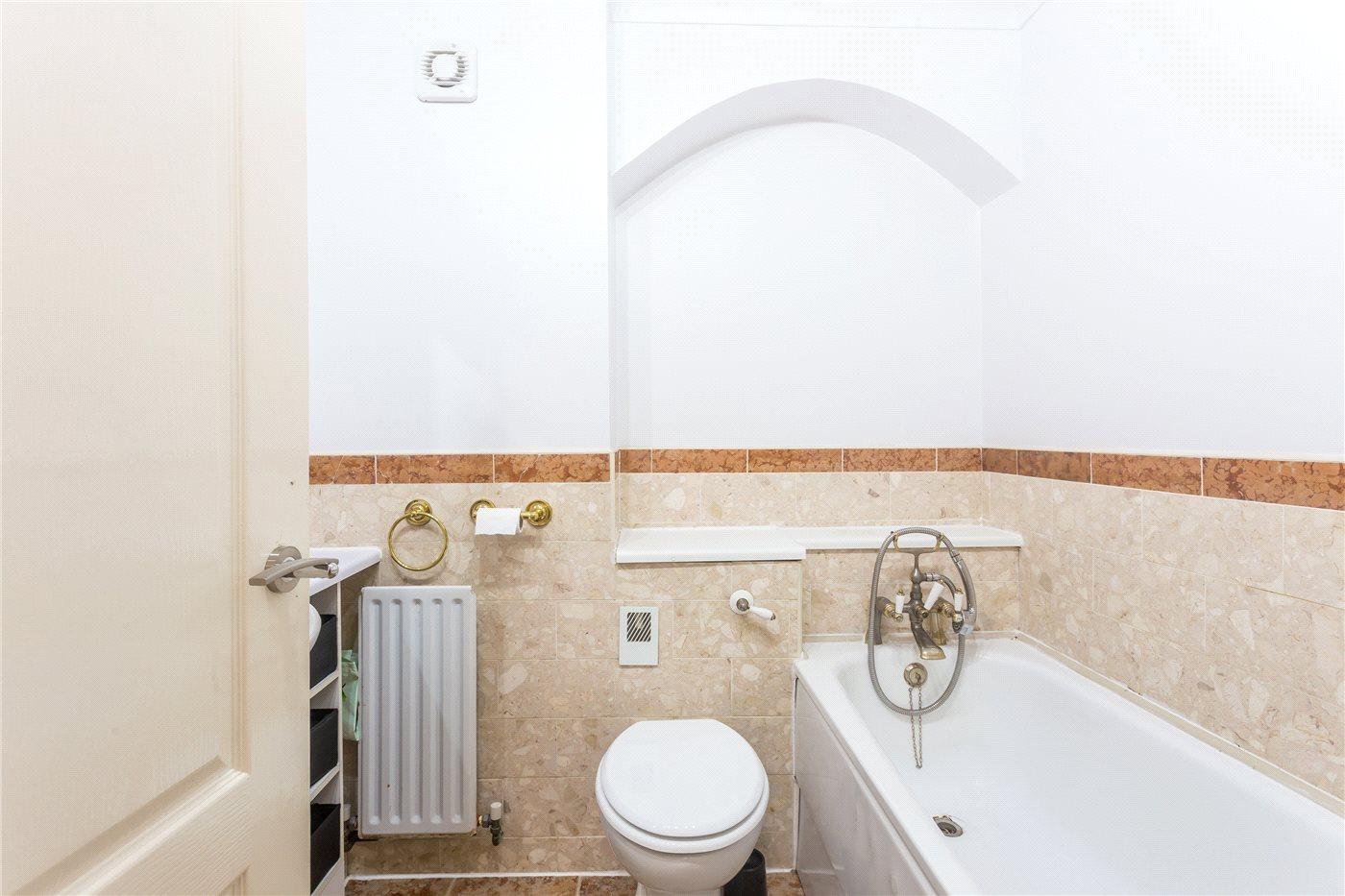 2 Bedroom Flat For Sale Kings Chase View The Ridgeway Enfield En En2 8lg