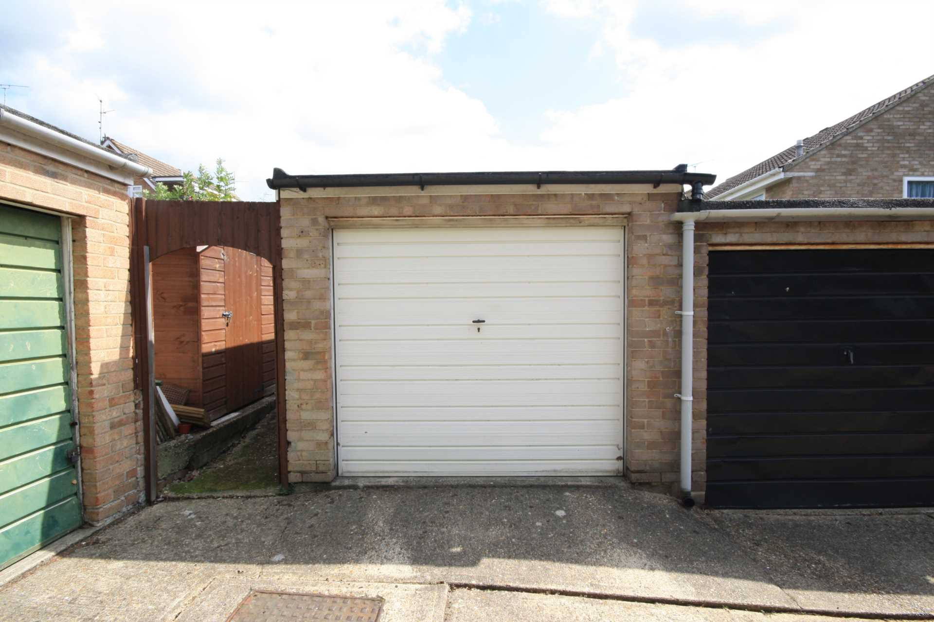 3 Bedroom Semi Detached House For Sale Stonechat Road