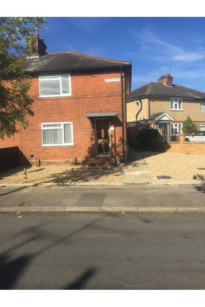 3 Bedroom Semi-detached House To Rent, Rose Gardens